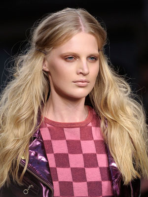 Ultimate guide to glossy winter hair, FashionBite