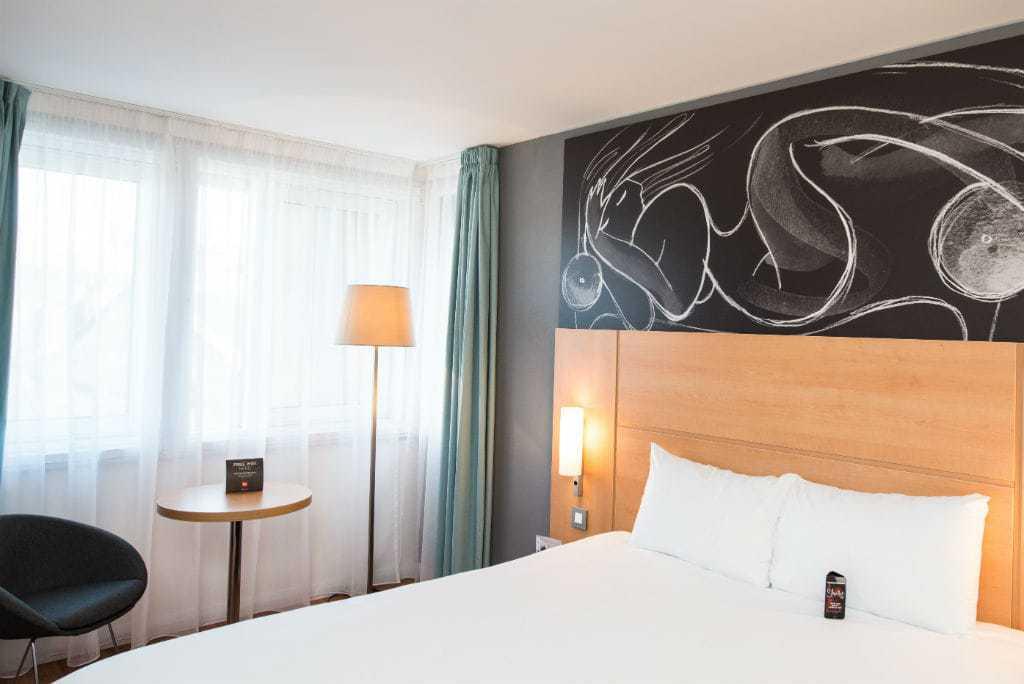 bedroom edinburgh hotel ibis styles
