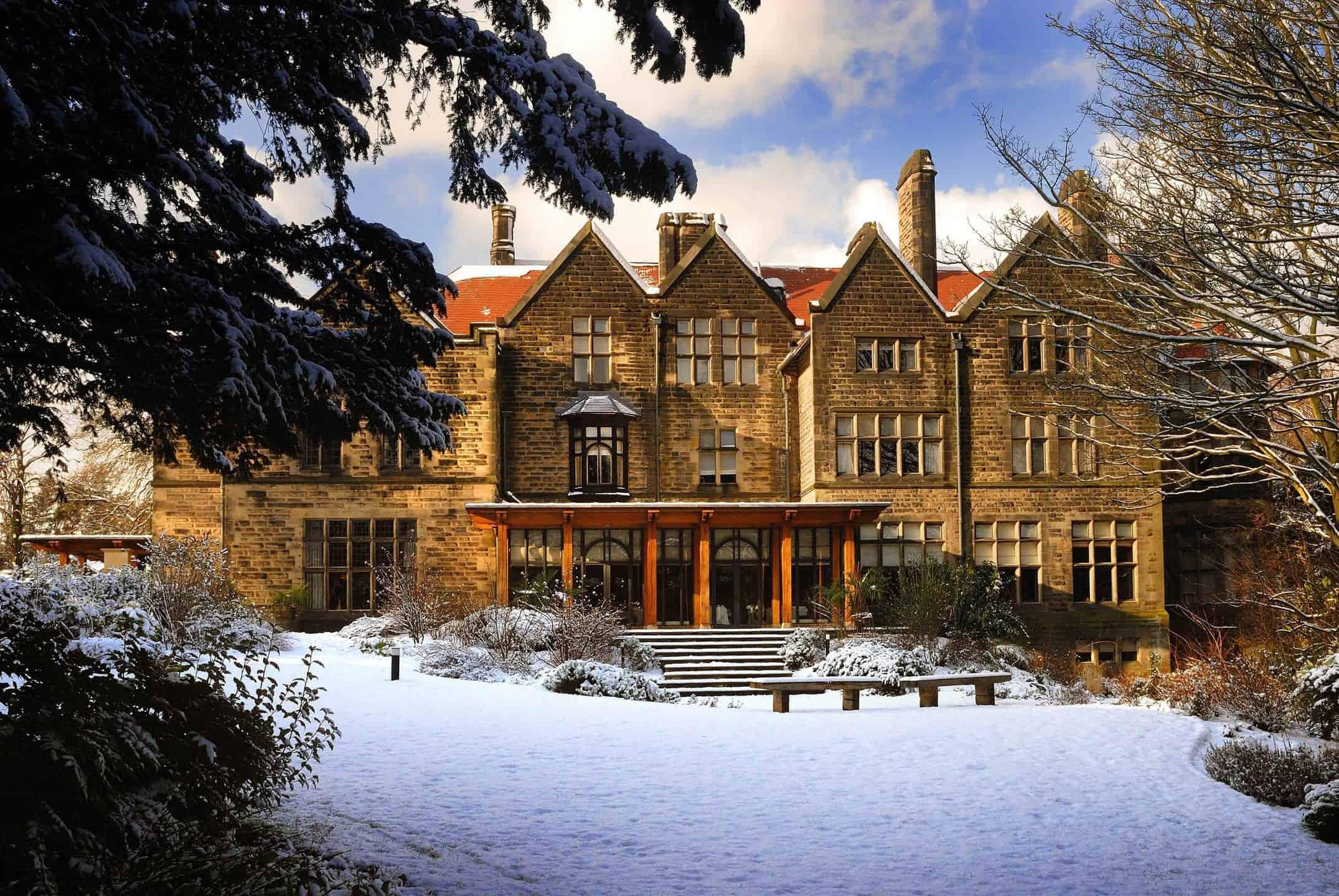 hotel-in-snow