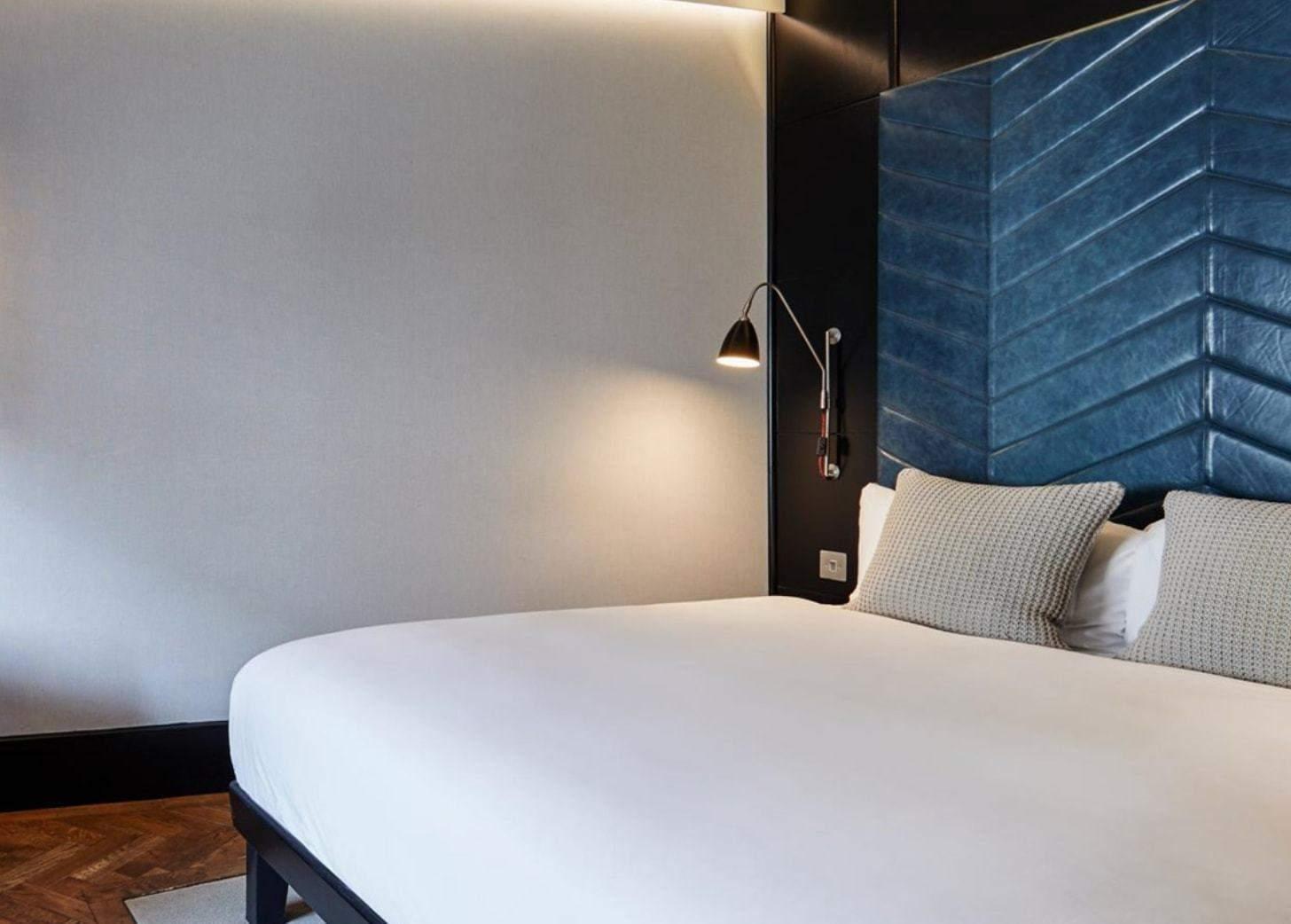 the hoxton hotel bedroom